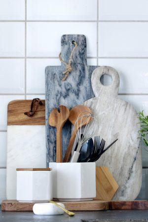 92-0898_D9 skärbrädor och saltkar i marmor